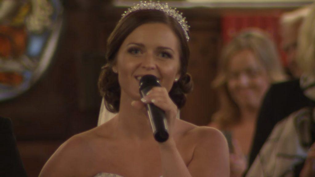Эта невеста поразила всех, как только переступила порог церкви… Такого венчания никто не ожидал!